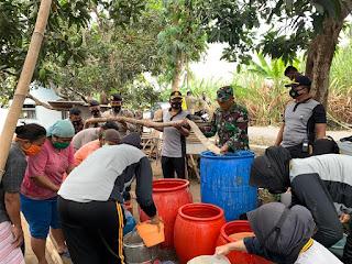 Polres Lumajang Bantu Air Bersih ke Desa Krasak