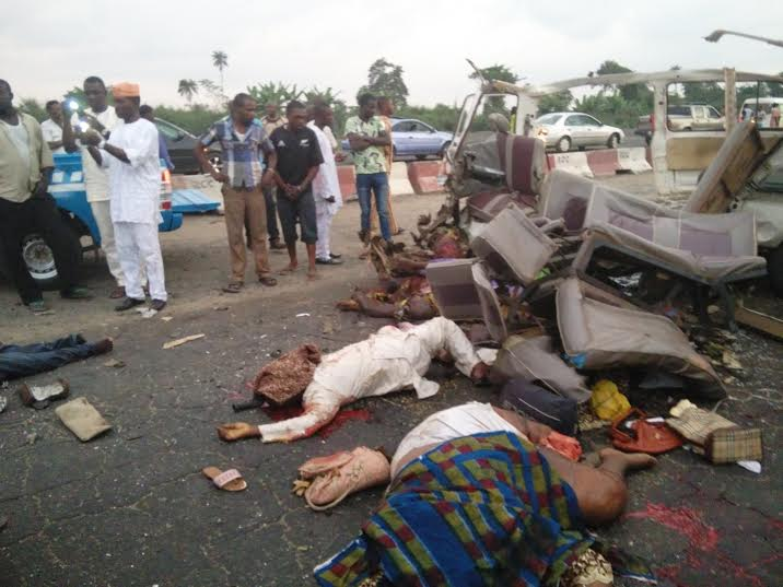 graphic pics from the horrific accident along lagos ibadan