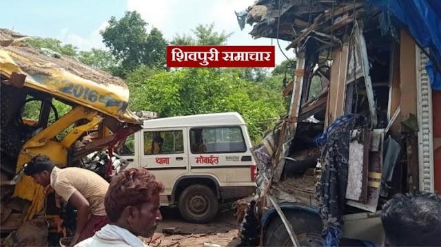 अमोला घाटी पर ट्रक व डंपर की जोरदार भिड़ंत, चालक फसा ट्रक में कटर से निकाला / SHIVPURI NEWS