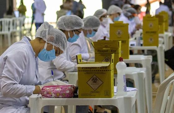 testagem para Covid-19 e vacinação da tríplice viral