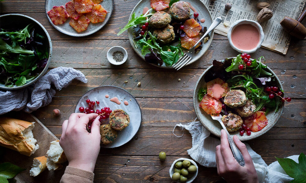 besplatnye-instrumenty-dlya-kulinarnogo-bloga-eda-na-stole
