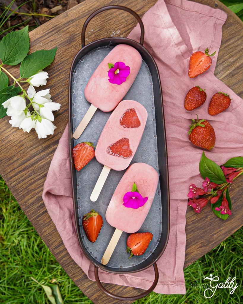 rozowe-lody-truskawki