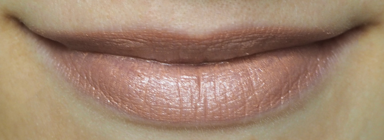 Lily Lolo Vegan Lipstick Au Naturale Tragefoto