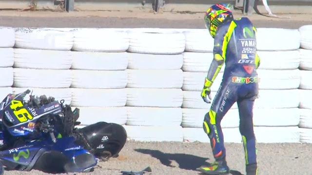 Valentino Rossi Terjatuh, Motor Hancur