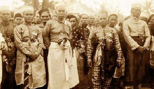 Indonesia yakni negara kepulauan yang tersebar dari kota Sabang di Provinsi Aceh sampai k 10 SUKU TERBESAR DI INDONESIA