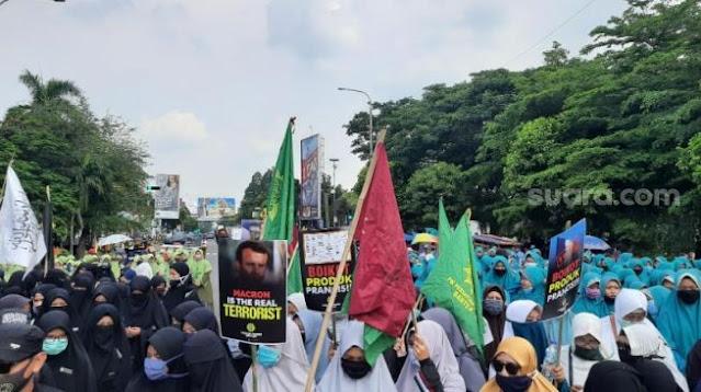 Massa Forum Umat Islam Banten Minta Jokowi Putus Diplomasi dengan Perancis