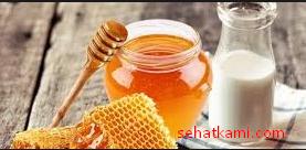 cara menghaluskan rambut demgan madu