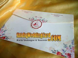 http://www.shidiqweddingcard.com/2016/02/semi-hardcover-ri-008.html