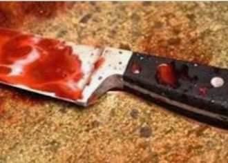 عامل يطعن زوجتة بسكين بسبب خلافات زوجية فى طما بسوهاج