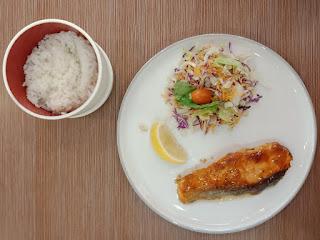 Salmon Guriru dengan Nasi Putih HokBen