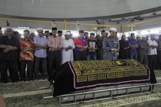 Timbalan Perdana Menteri Solat Jenazah Ketua Polis Kelantan