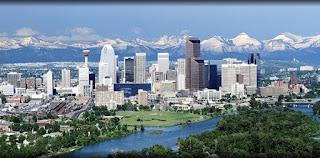 Calgary adalah kota muda. Muda historis, seperti yang didirikan relatif baru, pada tahun 1875, di persimpangan Bow dan siku sungai Alberta sebagai pos untuk Mounties, tidak dapat diakses sampai Canadian Pacific Railway tiba pada tahun 1883. Kemudian peternak berbondong-bondong ke daerah, ditarik oleh luas, menyapu dataran dan Canadian Rockies yang sangat indah yang tenun seperti raksasa lembut di kejauhan.