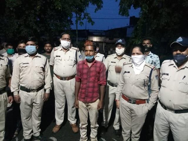 जबलपुर के कटंगी क्षेत्र निवासी.. रिश्तों को तार तार करने वाले शैतान को.. चौराहे पर फांसी देने की मांग.. ग्रामीणों की गुस्साई भीड़ के हत्थे चढ़ने के पहले.. जबेरा थाना पुलिस ने मासूम के दुष्कर्मी पर शिकंजा कसा..