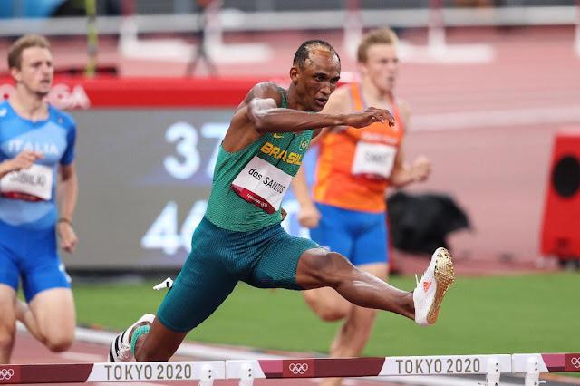 Alison santos piu salta 400m com barreiras nos jogos olímpicos de tóquio