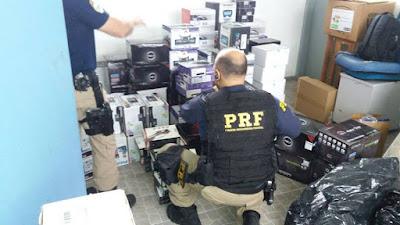 PRF apreende carga de eletrônicos importados na Regis Bittencourt em Barra do Turvo