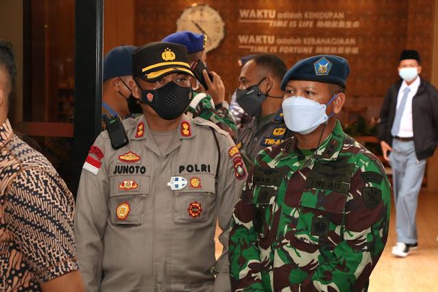 Vaksinasi Massal Tingkat Pelajar Yang Digelar Binda Provinsi Kepri Dikunjungi Kapolda Kepri