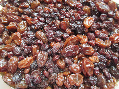 Currants and raisins soaking in tea and whiskey.