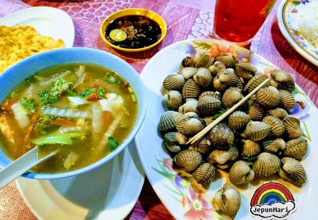 Makan seafood di Pantai Bagan Lalang, Sepang