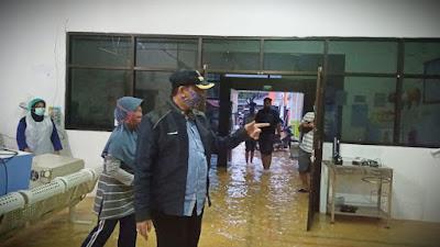 Terendam Banjir, Bupati Wajo Pantau Langsung  RSUD Siwa