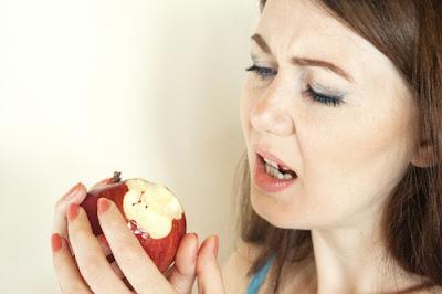 Bào bầu khi mang thai bị chảy máu chân răng có sao không?
