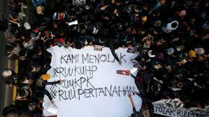 Tulisan Kocak Waktu Demo Mahasiswa di Depan Gedung DPR 18