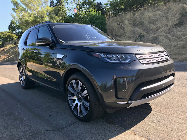 Front 3/4 view of 2019 Land Rover Discovery HSE Luxury