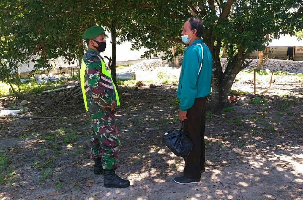 Babinsa Hermanto Lakukan Komsos Dengan Warga Binaan dan Himbau Masyarakat Selalu Mematuhi Protokol Kesehatan