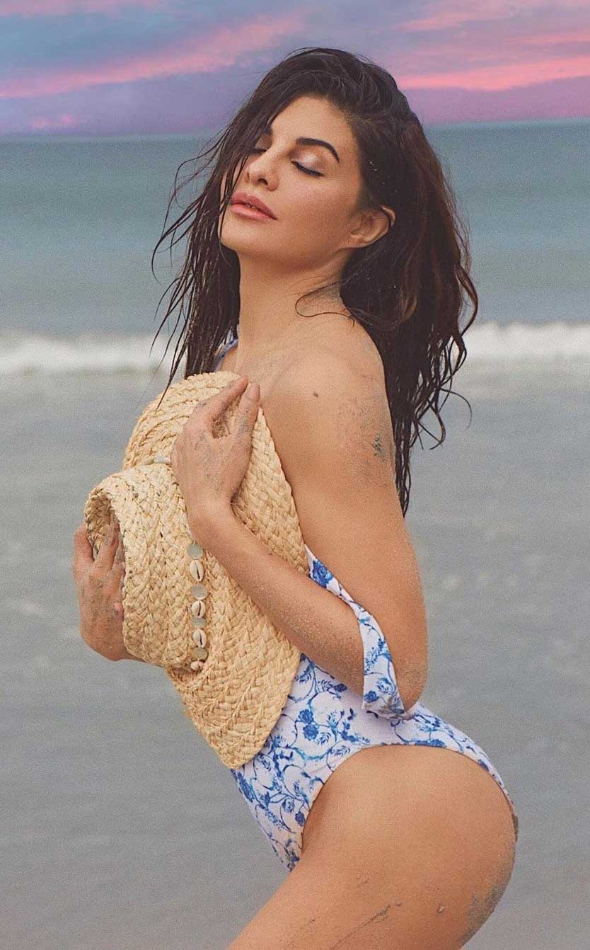 Jacqueline Fernandez flaunts her curves in Bikini Swimsuit
