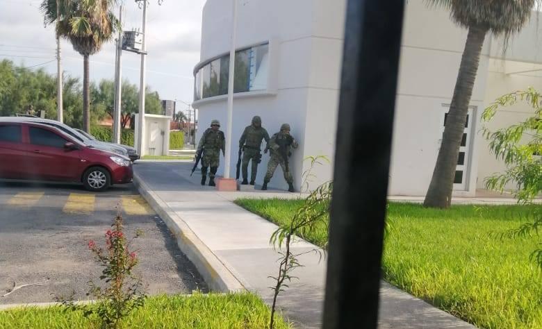 VÍDEO: Sicarios del CDN se esconden en el CREDE en Miguel Alemán, tras huir de enfrentamiento con Militares: 1 abatido