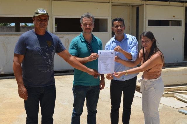 GUAJERU: PREFEITO GIL ROCHA ASSINA ORDEM DE SERVIÇO PARA CONCLUSÃO DA CONSTRUÇÃO DA CRECHE PRÓ INFÂNCIA