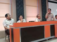 Bapenda Makassar Rapat evaluasi bersama pagawai kontrak dan petugas Laskar Peduli Pajak