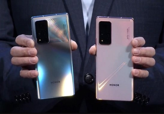 Honor presented the first smartphone released separately from Huawei