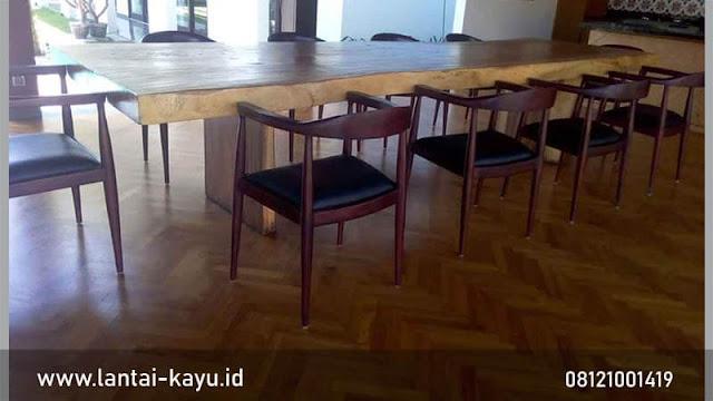 Pemasangan lantai kayu Jati di Restoran Bali