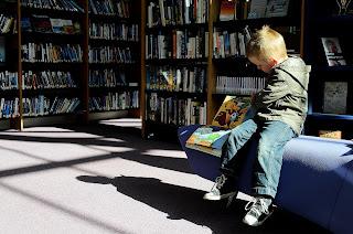 manfaat membaca buku untuk anak sd