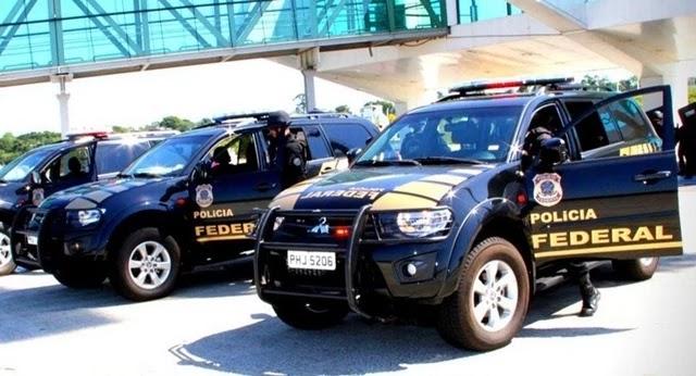 A Polícia Federal (PF) deflagrou na tarde desta terça-feria (23) uma operação para cumprir mandados de prisão e busca e apreensão contra supostos hackers.