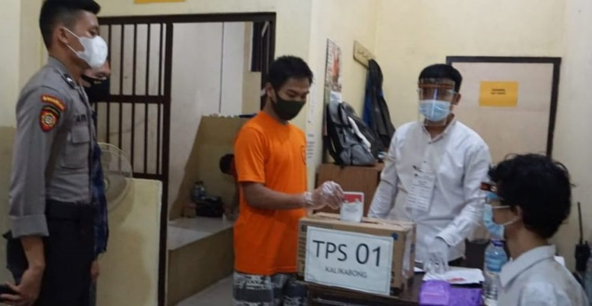Tahanan Polres Purbalingga Salurkan Hak Pilih di Balik Jeruji Besi