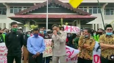 Viral Anggota DPRD Tak Hafal Pancasila Dicaci-maki Mahasiswa Pendemo UU Cipta Kerja