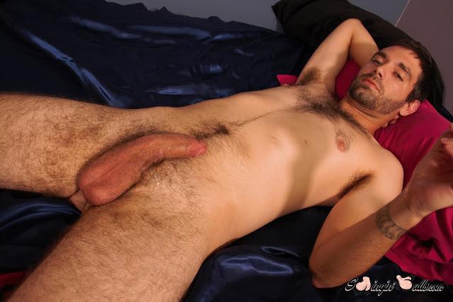 Swinginballs - JEREMY COX LETS HIS BIG NUTS DANGLE