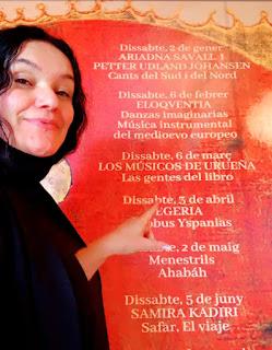 Mara Aranda amb el Cartell del concerts Menestrils