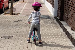 Mi pequeña con la bici