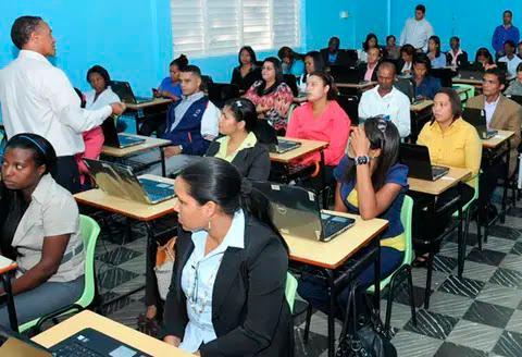 Sólo 528 de 11,000 pasaron las pruebas de primera etapa del concurso docente