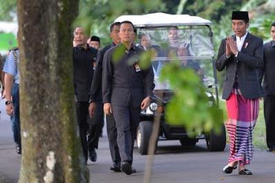 presiden jokowi dan keluarga akan sholat idul fitri di istana bogor WBXYj8K5PL Presiden Jokowi dan Keluarga Akan Sholat Idul Fitri di Istana Bogor