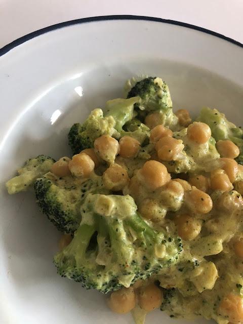 Brócoli con garbanzos al curry