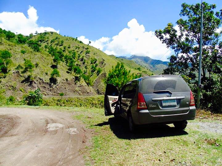 A Toyota Innova parked just before the jump-off to Buscalan