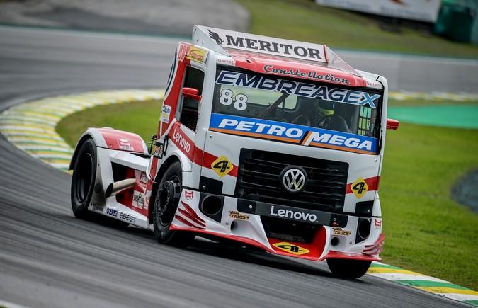 Beto Monteiro precisa de 27 pontos para ser campeão da Copa Truck neste domingo