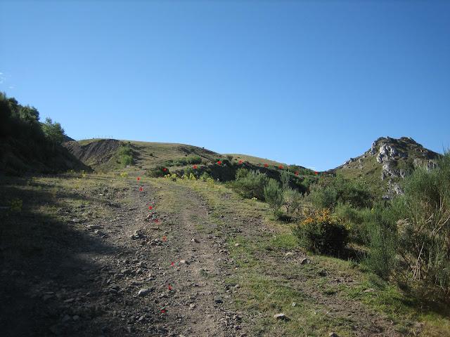 La ruta continúa cruzando mina abandonada