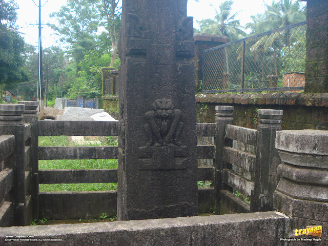 Carvings on the 20-feet monolithic pillar before Kattale Basadi