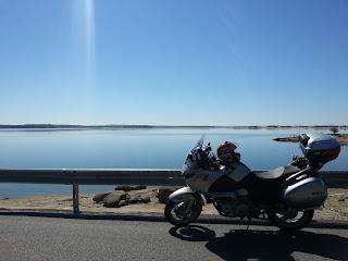 ruta en moto hasta el Embalse del Rosarito
