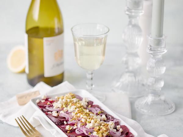 Rote Bete Salat mit sautierten Zwiebeln und Schafskäse