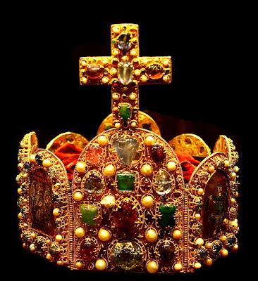 Coroa imperial, dita de Carlos Magno, feita de pedras não lapidadas